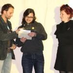 Stefan Deller, Samuel Unterkircher und Martina Stöckl vom film:riss-Team bei der Preisverleihung
