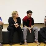 Die Filmemacher der AG Doku Dominik Götz, Iga-Maria Zakrzewska und Jakob Brossmann im Gespräch mit Kay-Michael Dankl